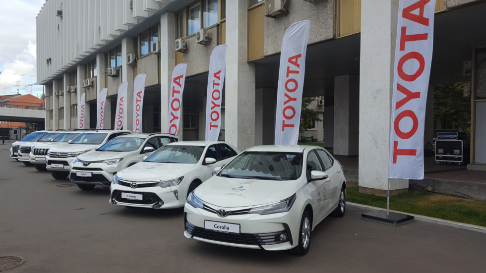 automobile and toyota company Toyota motor corporation: toyota motor corporation became the largest automobile manufacturer in the world for the first time in 2008.